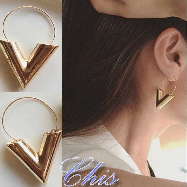 Chis Store ~金屬大V 粗體字母耳環~韓國 簡約誇張工業風英文字母垂墜耳環耳飾耳