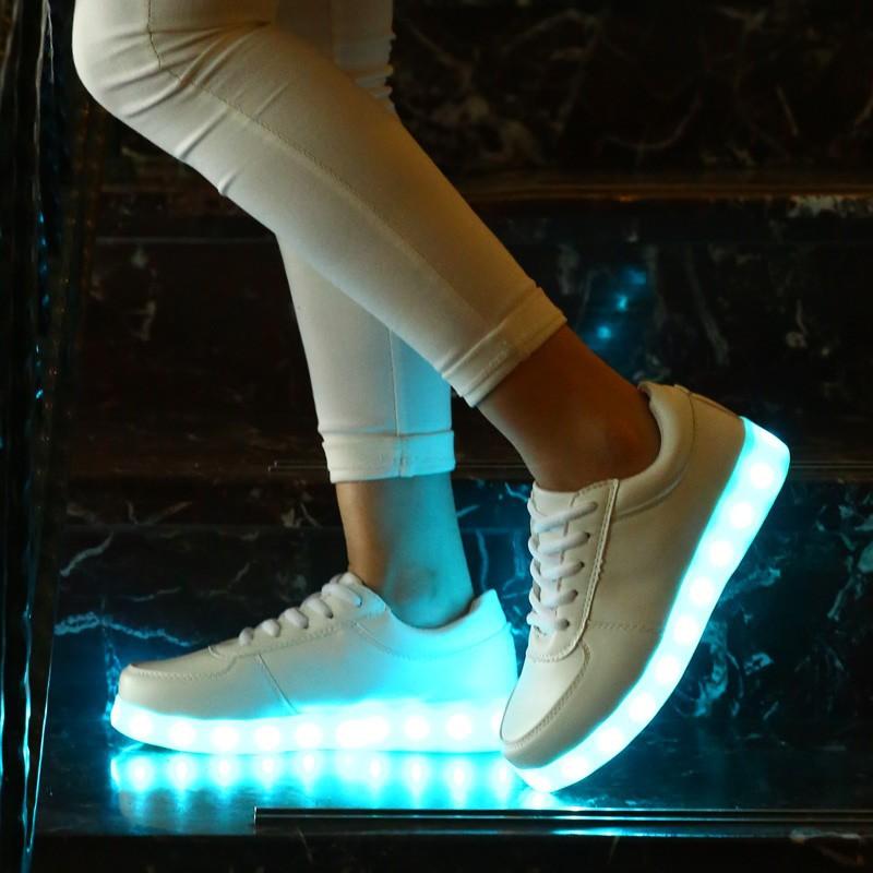 小白鞋七彩閃光燈發光鞋男女款系帶板鞋熒光鞋情侶充電夜光鞋