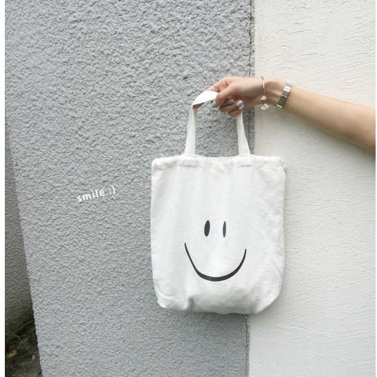 正韓韓國帶回可愛笑臉smile 微笑米白色簡約素面簡單小水桶包拉繩抽繩繫帶沙灘夏日夏天小清