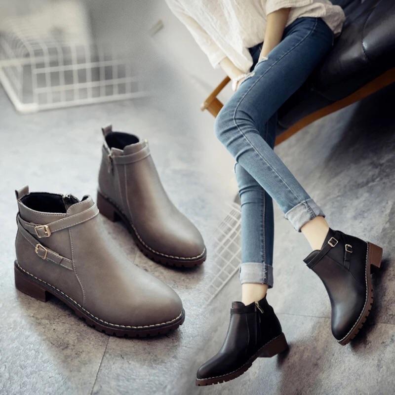 ~貝莉潮流~2016 秋 短靴女低跟圓頭馬丁靴扣帶粗跟英倫復古裸靴側拉鍊