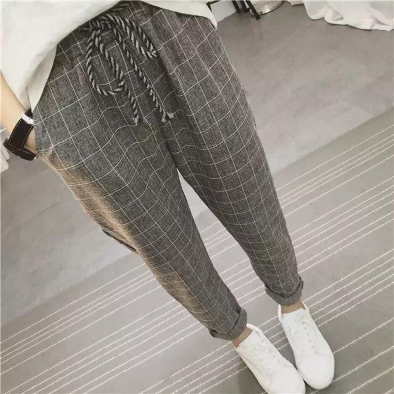 濃濃的英倫風,上身很好看的褲子格子的褲子經久不衰,不會過時小哈倫的款式,直筒褲,不是小腳的