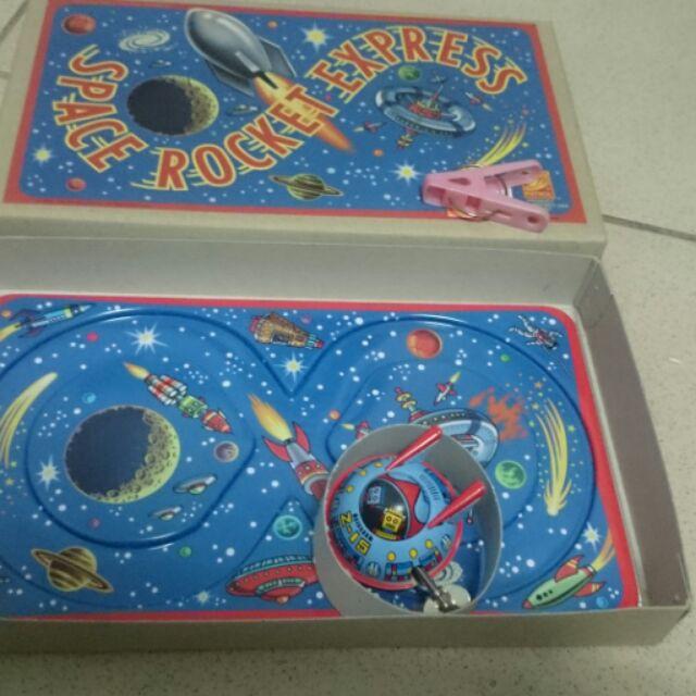 品 製軌道車太空船發條鐵皮玩具…太空船會在軌道上運轉兒時記憶懷舊早期n  製n 定  價1