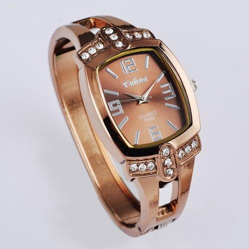 復古腕錶獨特的酒桶形水晶錶盤女性石英表