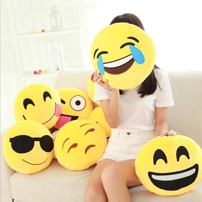 ~ ~ emoji 表情符號超萌超可愛emoji 表情抱枕趣味搞怪靠墊娃娃公仔~大尺寸~