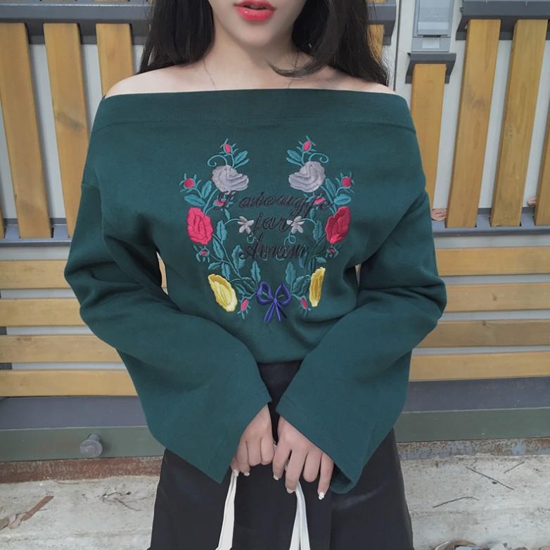 韓系復古一字領露肩立體刺繡花朵喇叭袖長袖上衣2 色