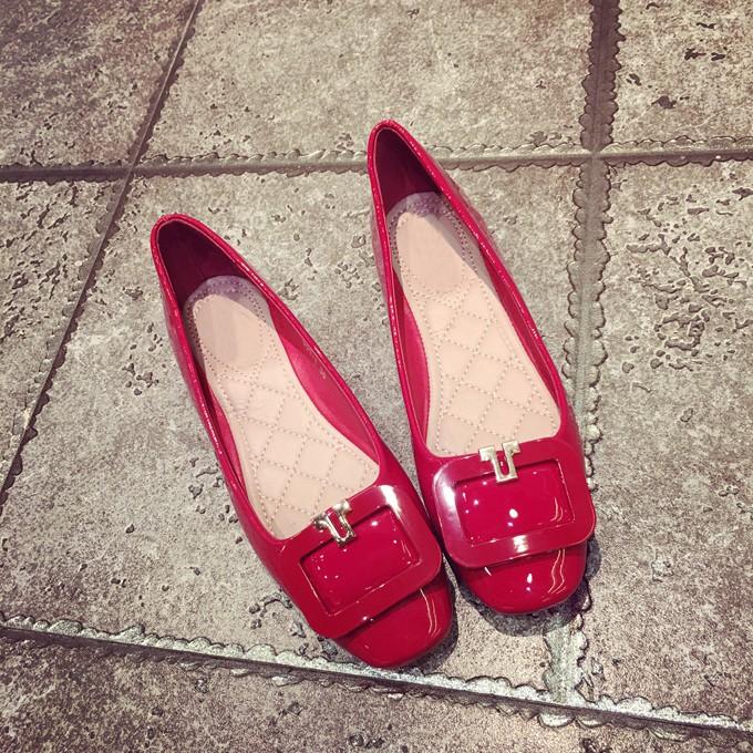 韓范春  平底平跟淺口方頭方扣漆皮豆豆舒適工作單鞋女
