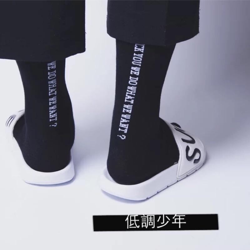 韓國ulzzang 原創街頭潮流潮牌GD 黑白英文簡約FUCk 中筒襪子情侶街頭滑板長襪子