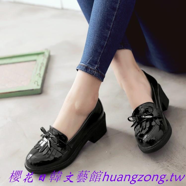 ~櫻花日韓文藝館~小皮鞋女英倫學院風黑色大碼40 43 女鞋漆皮單鞋中跟粗跟