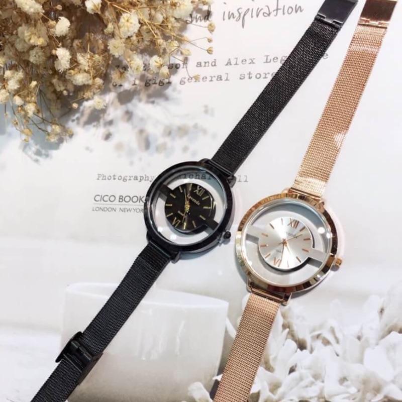 韓國空運Lavenda 新品精心 的鏤空磅秤感是許多女孩都會喜歡的輕熟選擇哦!錶面直徑約3