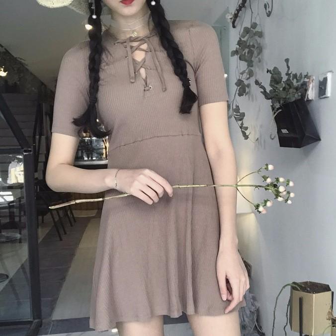 韓系美衣短袖連衣裙女2017  顯瘦修身坑條性感高腰镂空系帶短袖洋裝