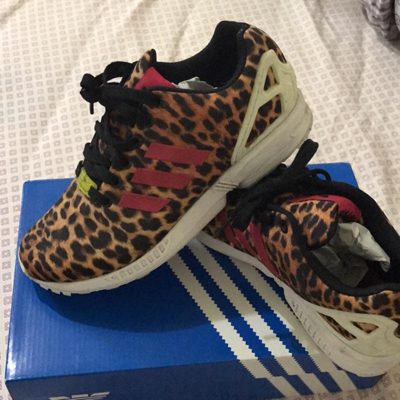 豹紋慢跑鞋adibas