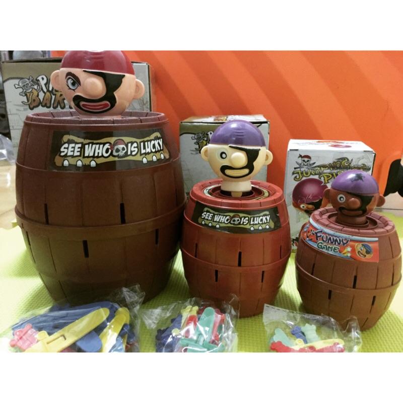 [ ]海盜含桶20 公分大尺寸中尺寸海盜桶小尺寸海盜桶,底部都有轉盤哦~海盜插插樂整人懲罰