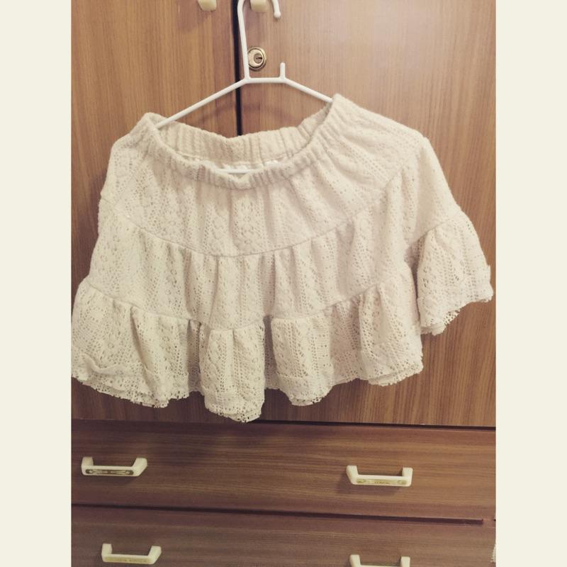 米白色蕾絲蛋糕短裙