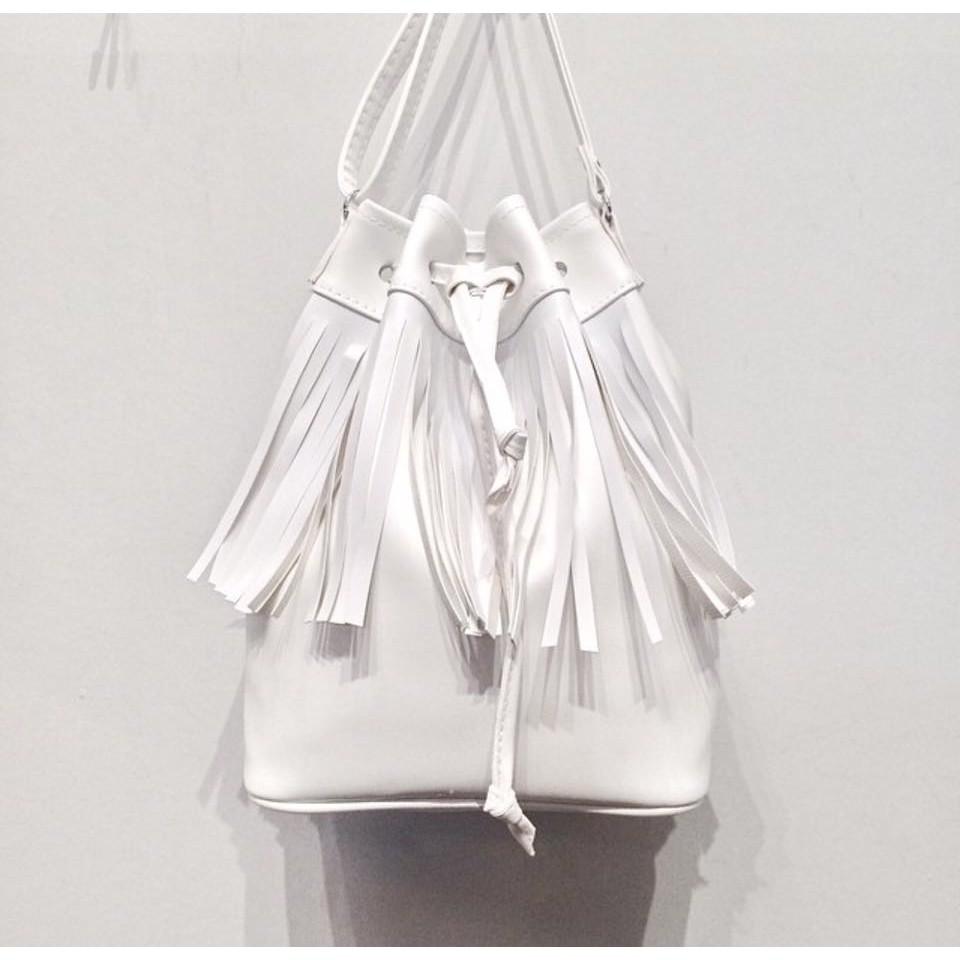 ~ ~泰國Riya 簡約黑白 包流蘇束口水桶包BKK 包白色水桶包