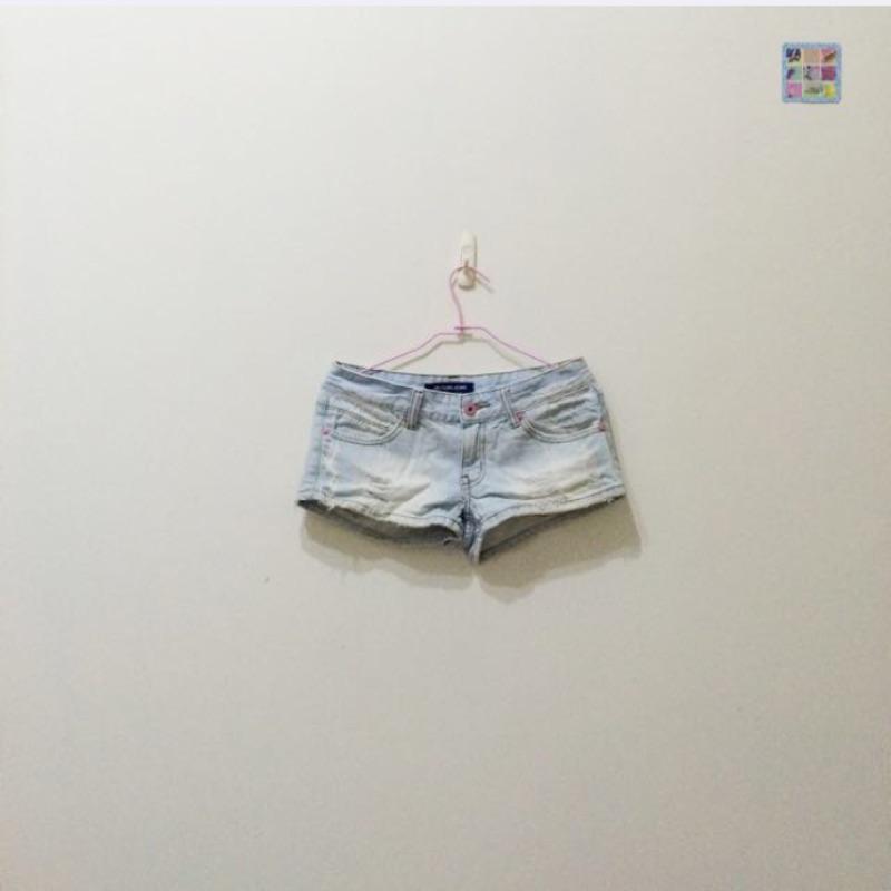 9 成新淺色刷破牛仔短褲