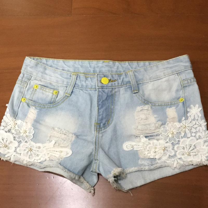 花朵蕾絲珍珠淺藍牛仔短褲