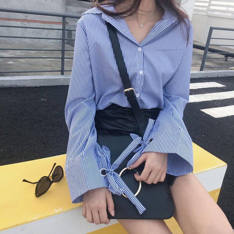 女生衣著藍色豎條紋襯衫外套女韓妮 韓範學院風學生寬松 襯衣長袖 學生上衣服