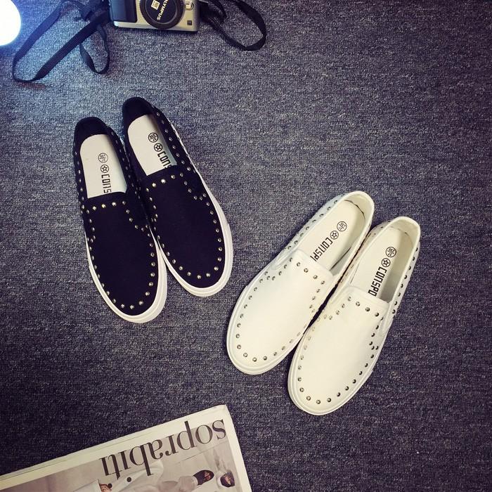 超好穿 百搭女鞋白色帆布鞋女 一腳蹬懶人鞋學生厚底鞋女休閒鞋鉚釘樂福鞋