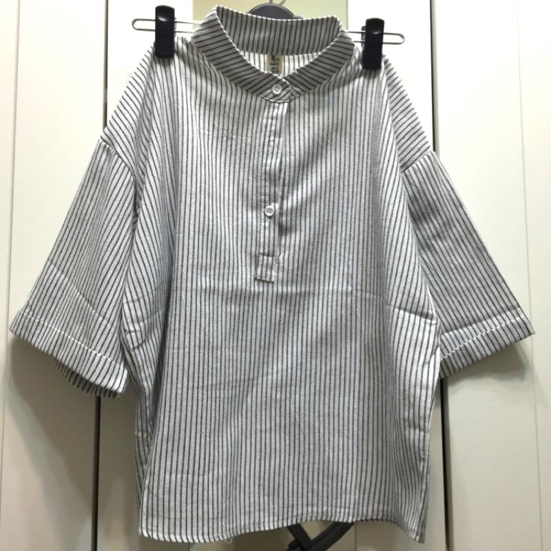 立領半開三釦直條紋襯衫