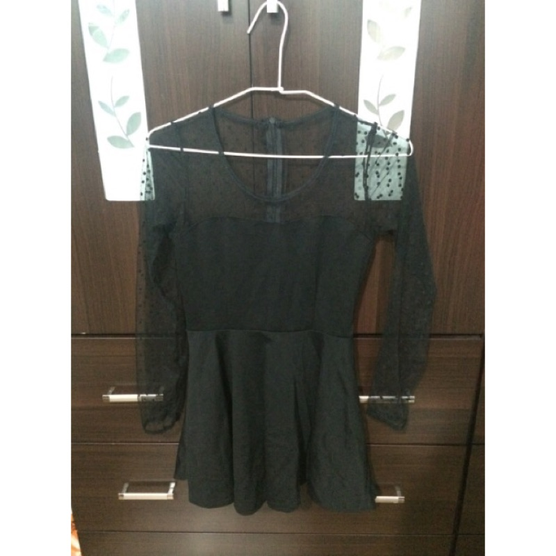 衣物黑色蕾絲薄紗接拼點點洋裝短洋裝夏日洋裝蕾絲洋裝黑色趴