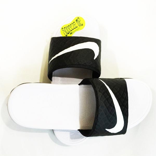 NIKE 拖鞋Wmns Benassi Solarsoft 黑白配705475 010 沙