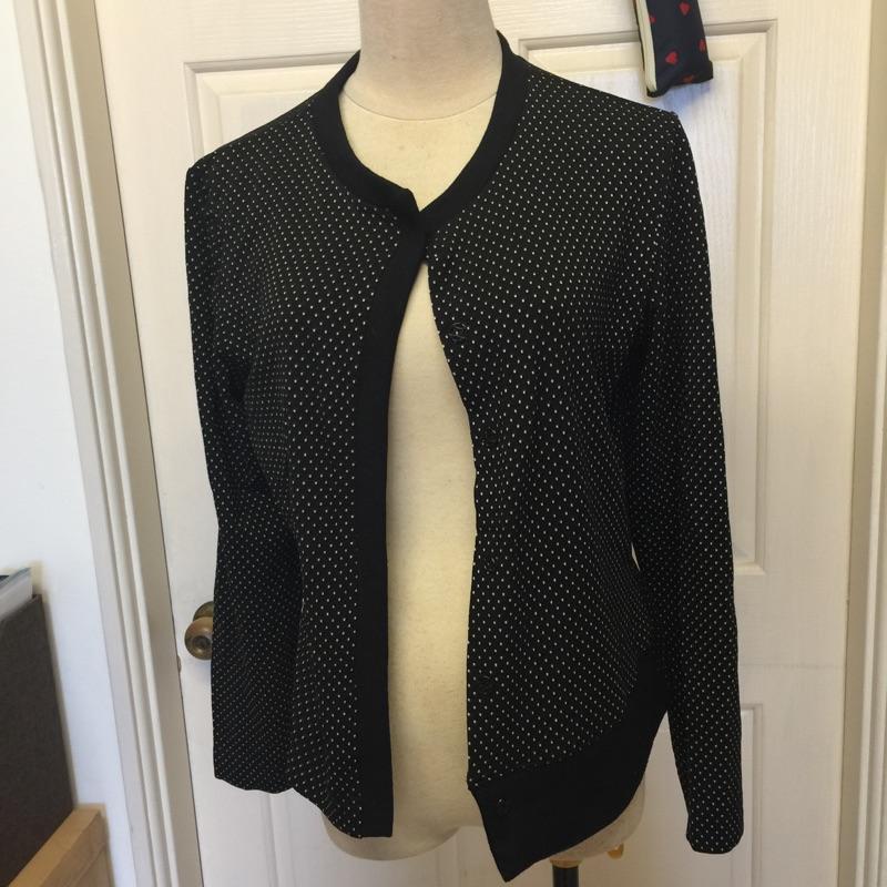 14 黑色點點不對稱特色小外套罩衫