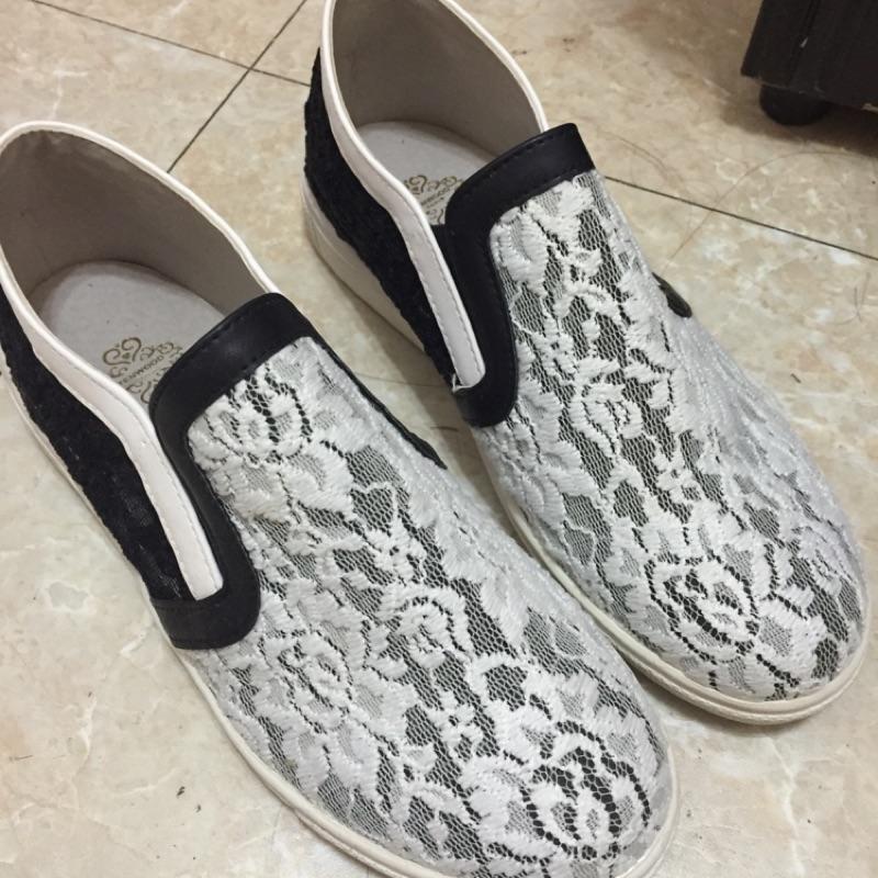 韓國蕾絲黑白相間鞋子梨花女子大學附近購入