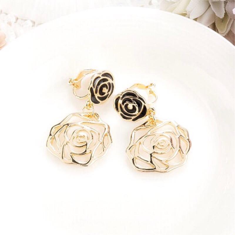 ~ ~簍空玫瑰夾式耳環✨浪漫精緻金色玫瑰耳夾防敏耳環情人節生日 百搭 母親節Minimal