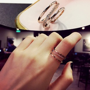 Izzy Shop  線條水鑽寬版開口戒指3 個尺寸2 色