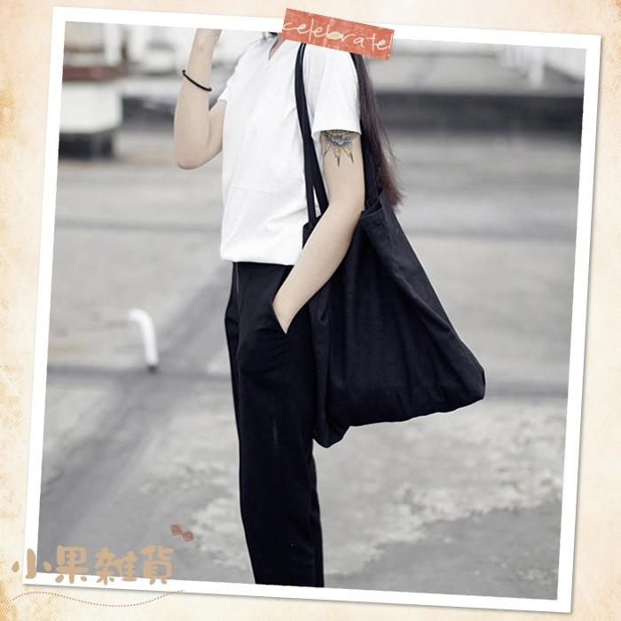~小果雜貨~~加大!韓國 棉麻素面簡約帆布包黑白兩色~簡單素色黑色白色兩用 外出旅遊袋子