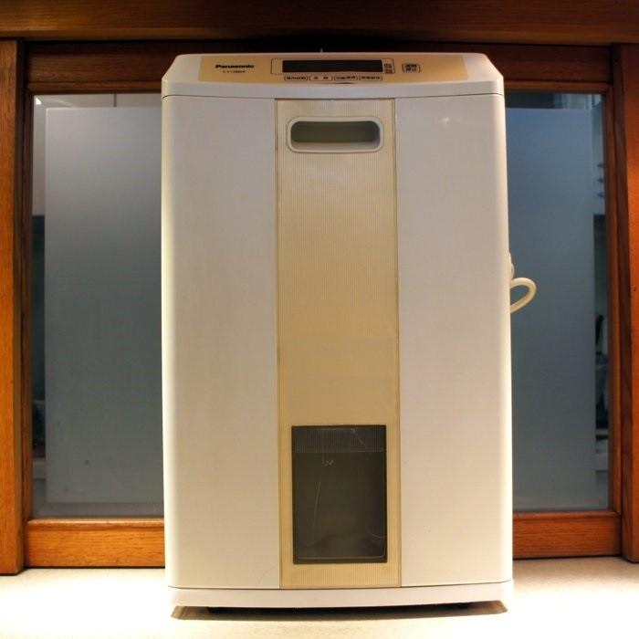 Panasonic 國際牌微電腦空氣清淨除濕機F Y138BW 除濕能力8 公升八成新