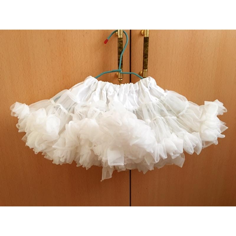 女寶澎澎白紗裙