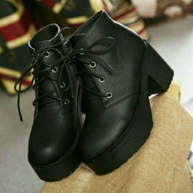 黑37 碼厚底綁帶粗跟馬丁鞋厚底粗跟短靴圓頭粗跟短靴白色黑色