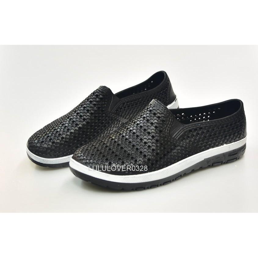 款 299 不怕水雨天全包式 休閒洞洞鞋透氣舒適不怕水速乾一體成形 款黑色
