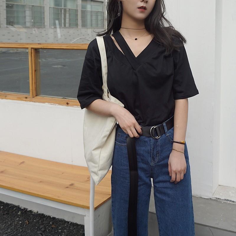 ~ ~ 價▲韓國東大門 款衣服▲女裝2017  百搭大V 領寬松顯瘦純色露肩學生T 恤