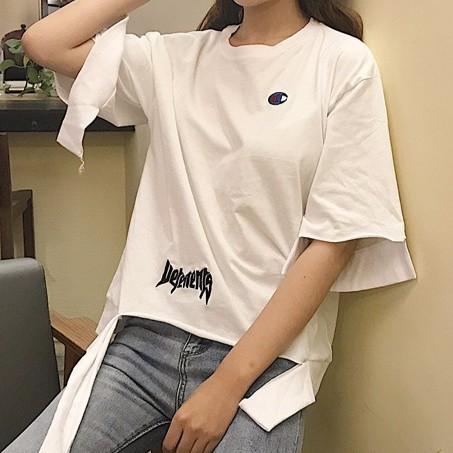 正韓 感不規則下擺刺繡款寬鬆潮T 恤大碼女生衣著字母 下擺短袖上衣