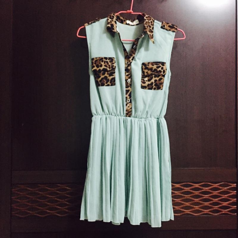 裙款豹紋立領雪紡無袖洋裝湖水綠