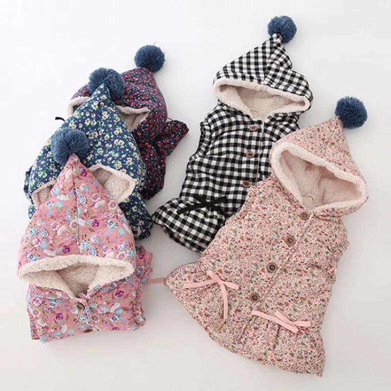 尖帽毛球印花裙襬背心