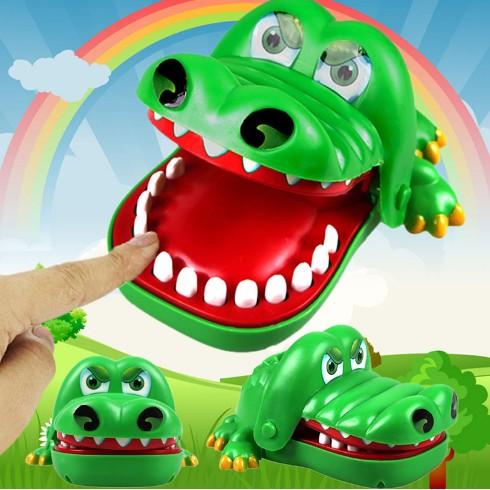 3295 淘寶 大號盒裝整人玩具鱷魚咬手指 的親子遊戲