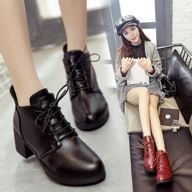 (洛微雅) 英倫系帶女靴尖頭馬丁靴短靴中跟粗跟女鞋學生皮鞋加絨