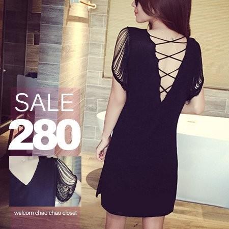 SISI ~D5184 ~清柔俏麗 雙V 領背交叉綁帶露背鏤空流蘇袖連身裙洋裝