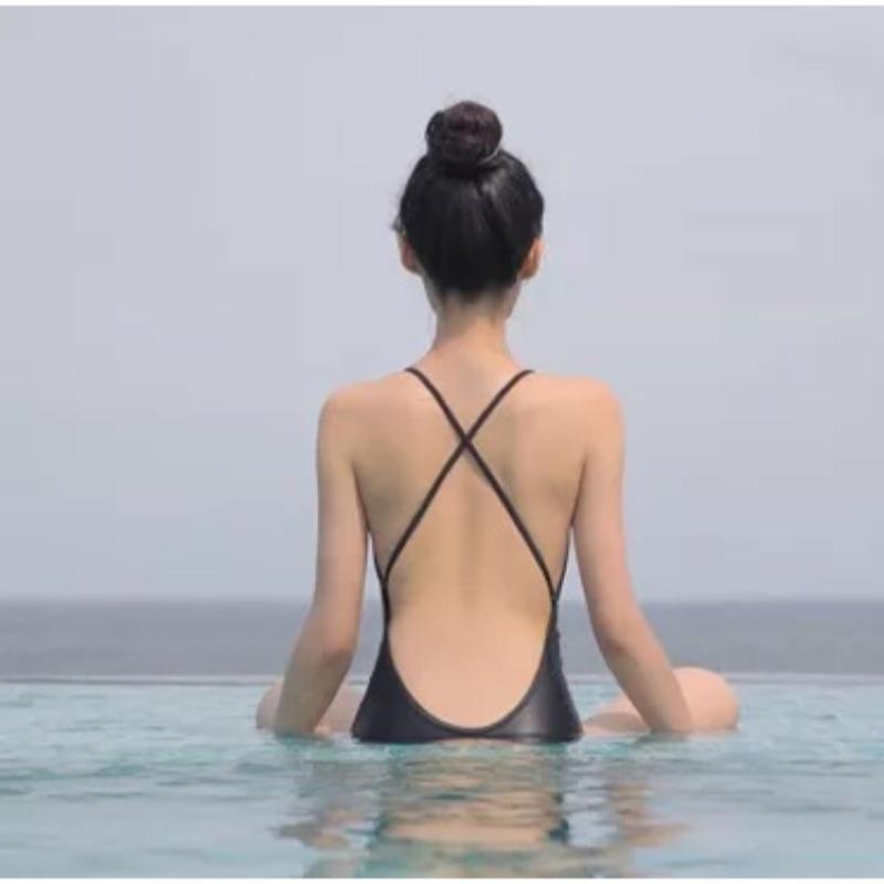 ✨降價✨ 素面大露背鏤空性格簡單素黑色三角連身泳裝溫泉游泳新增實拍照