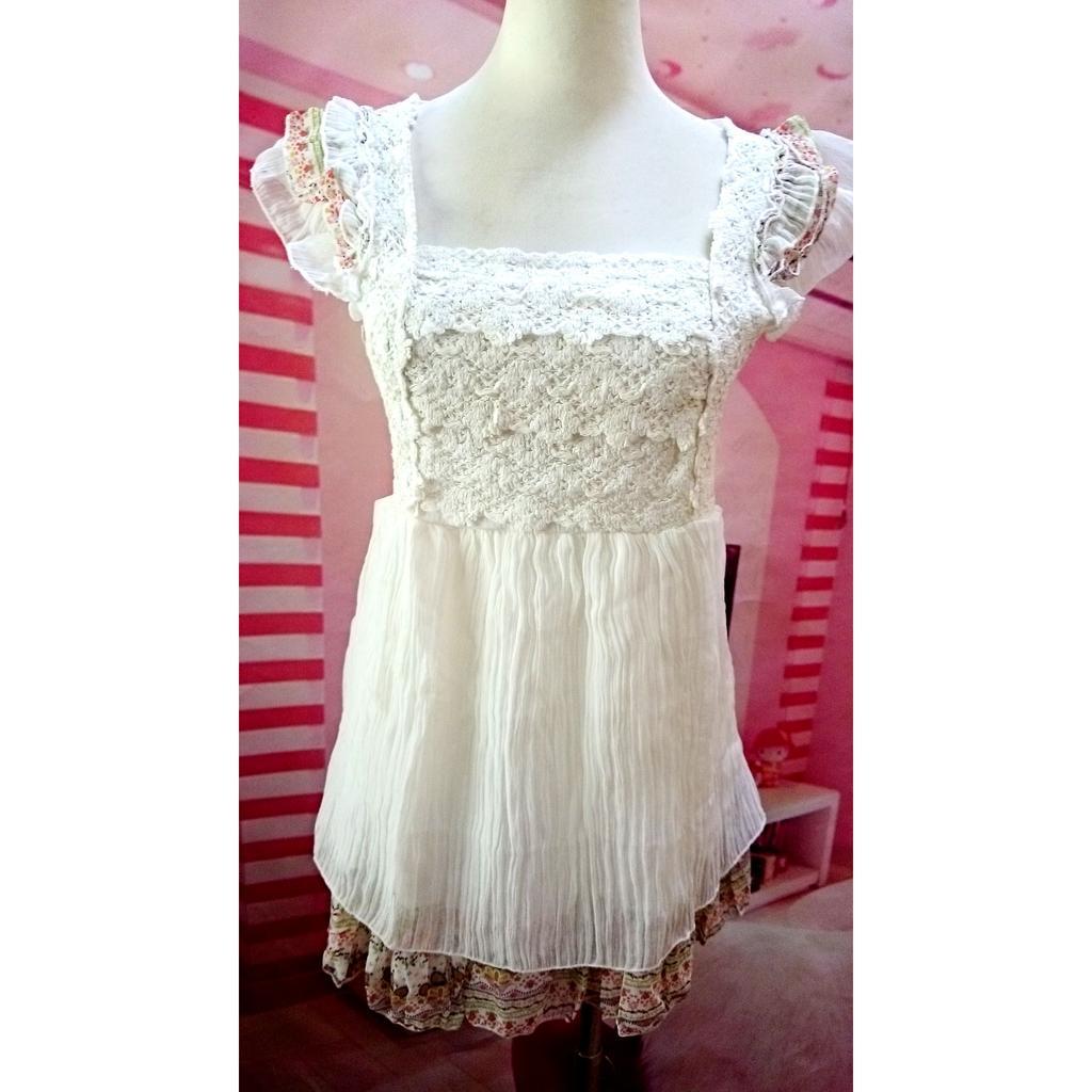 白色無袖雪紡拼接碎花胸前針織層次裝飾甜美可愛連身裙洋裝長版上衣娃娃裝