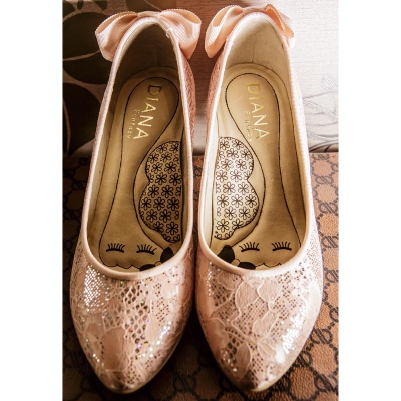 DIANA 超厚切LADY 款知性後跟蝴蝶結跟鞋蕾絲粉(高跟鞋低跟鞋