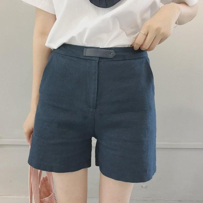 Black Market 文藝風細緻做工腰部小皮標 休閒顯瘦寬鬆小A 字棉麻西裝短褲 2