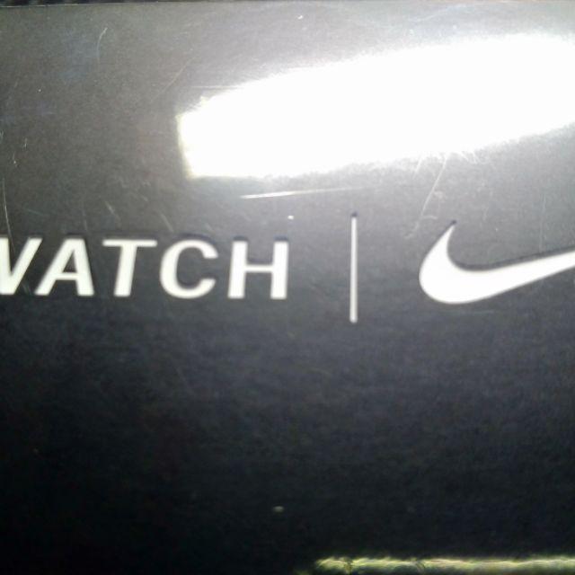 Apple Watch Series5銀色鋁金屬錶殼+Pure Platinum黑色Nike 運動型錶帶-GPS版40m