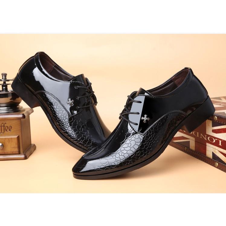 皮鞋男 英倫尖頭青年男士商務正裝黑色漆皮 休閒棉鞋子