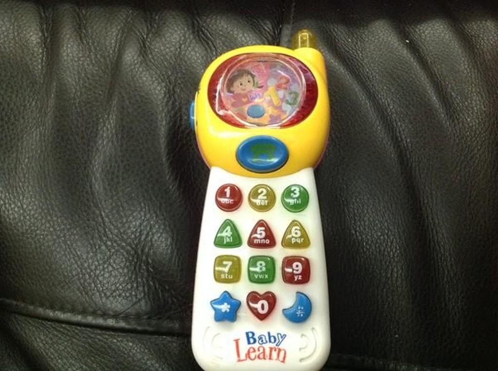❤❤妮娃娃綜合樂兒屋❤❤兒童音樂中英文學習手機聲光電話學習機兒童電話110 元