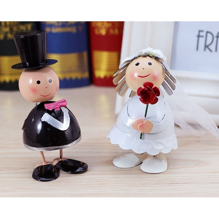 小嬿子婚禮小物鐵皮娃娃新郎新娘新房婚房擺飾收禮桌佈置婚禮佈置