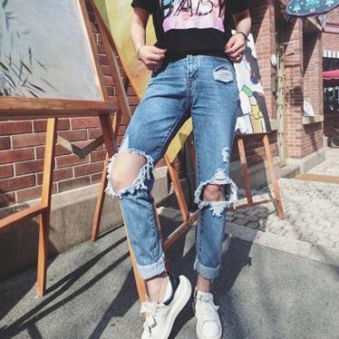 ▲牛仔褲▲春款 寬松淺色磨破修身膝蓋破洞牛仔褲乞丐褲長褲女